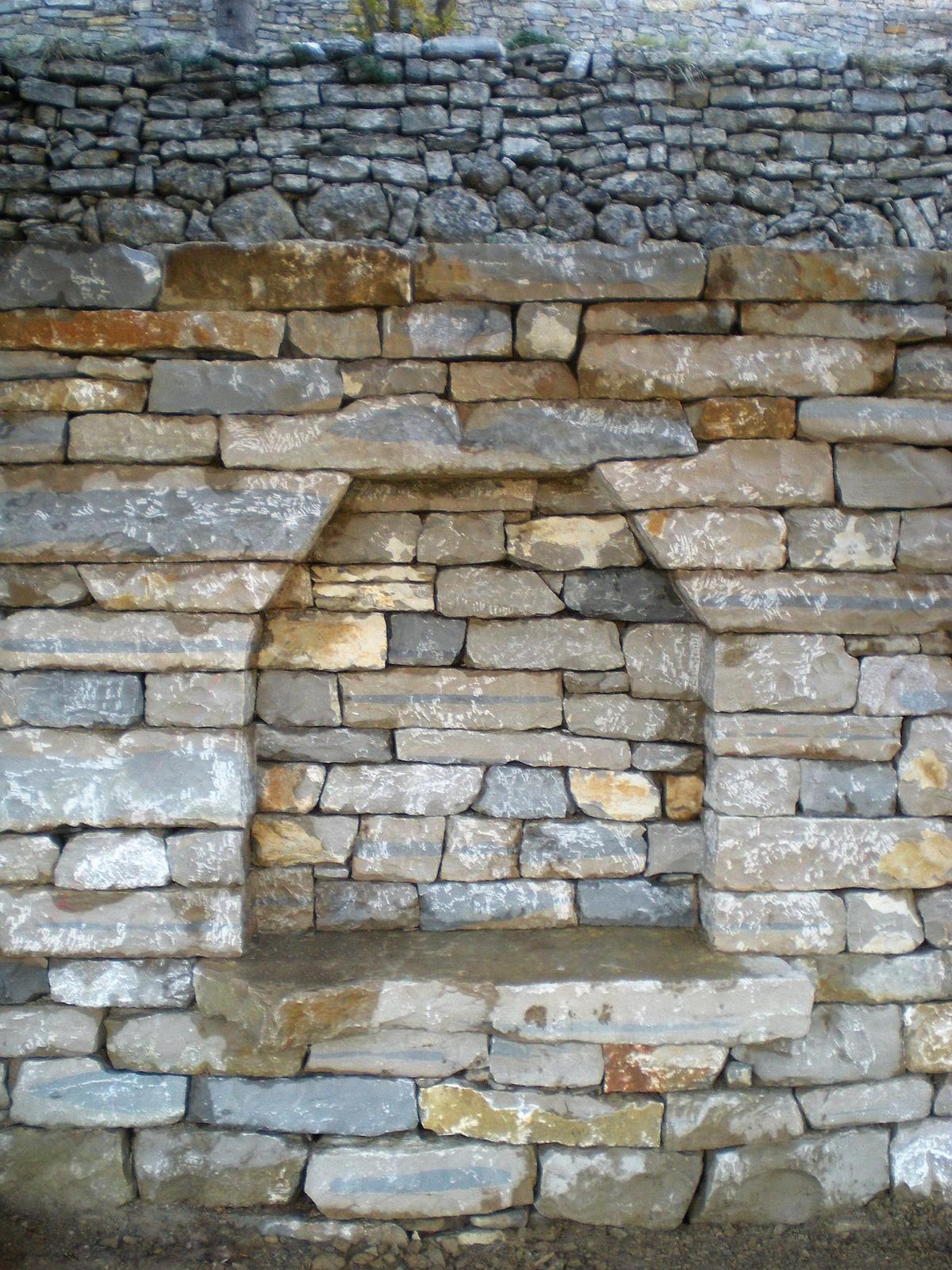 niche/banc en pierre sèche